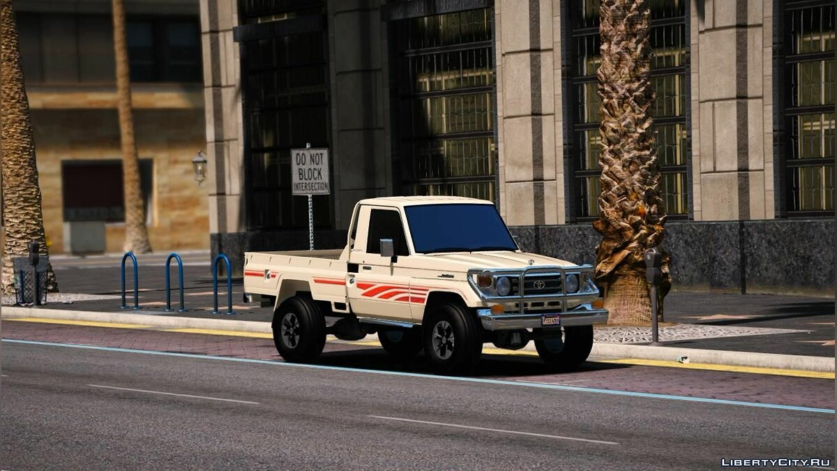 Toyota car Toyota Land Cruiser 2006 [ Add-on | Replace] for GTA 5